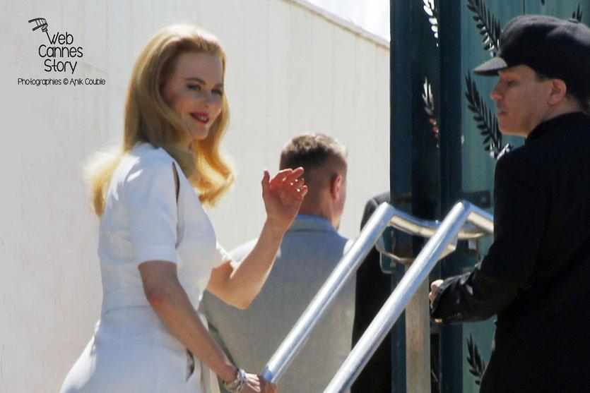 """Nicole KIDMAN et Olivier DAHAN en route pour la Conférence de Presse du Film """"GRACE DE MONACO"""" - Festival de Cannes 2014 - Photo © Anik COUBLE"""