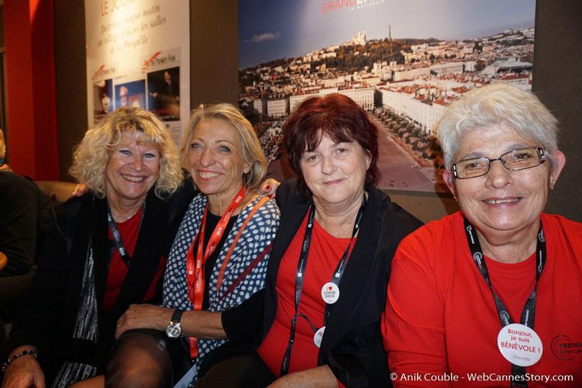 4 sympathiques bénévoles, Annie, Constance, Ginette et Lola - Festival Lumière - Lyon - Octobre 2016 - Photo © Anik Couble