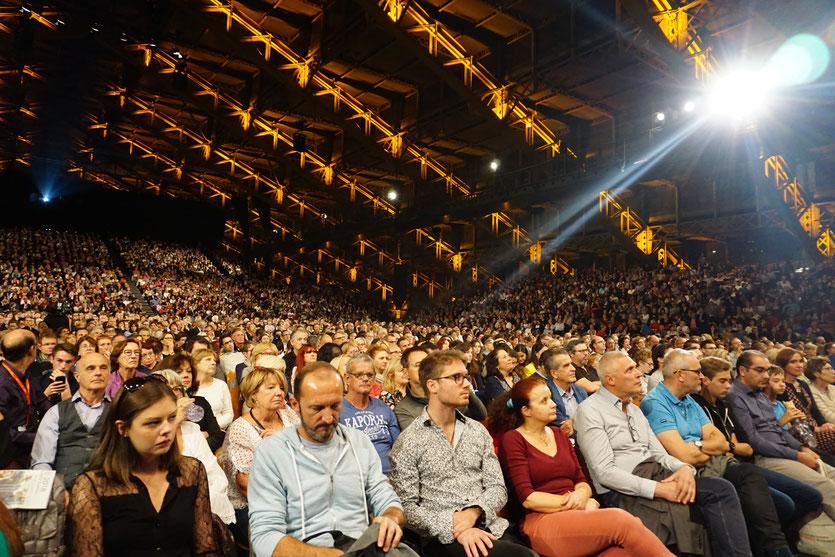 Le  public de la halle Tony Garnier, lors de la  Cérémonie de clôture du Festival Lumière 2018 - Lyon - Photo © Anik Couble