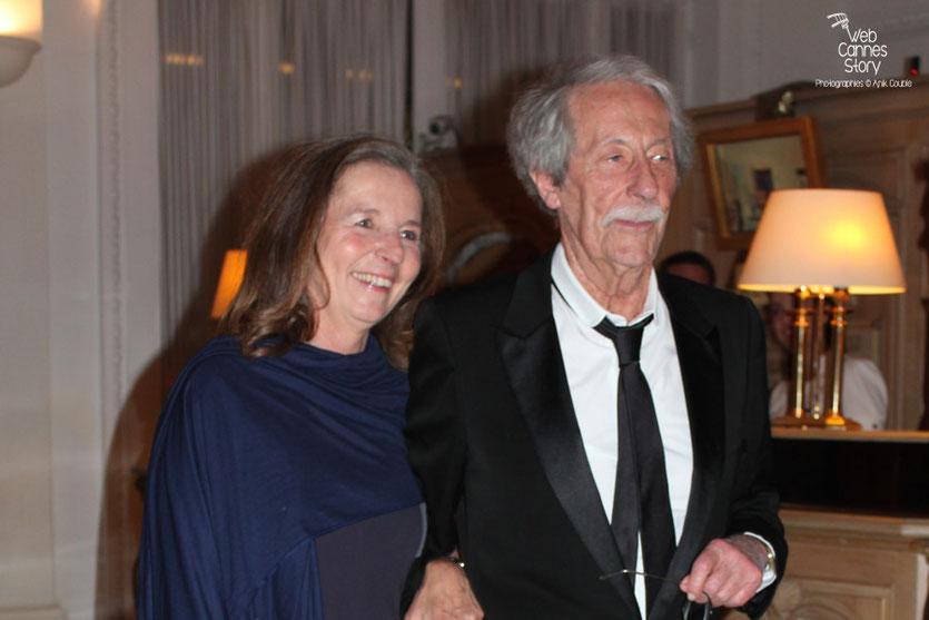 Arrivée de Jean Rochefot et son épouse, au dîner donné en l'honneur de Jean-Paul Belmondo, au Carlton - Festival de Cannes 2011 - Photo © Anik Couble