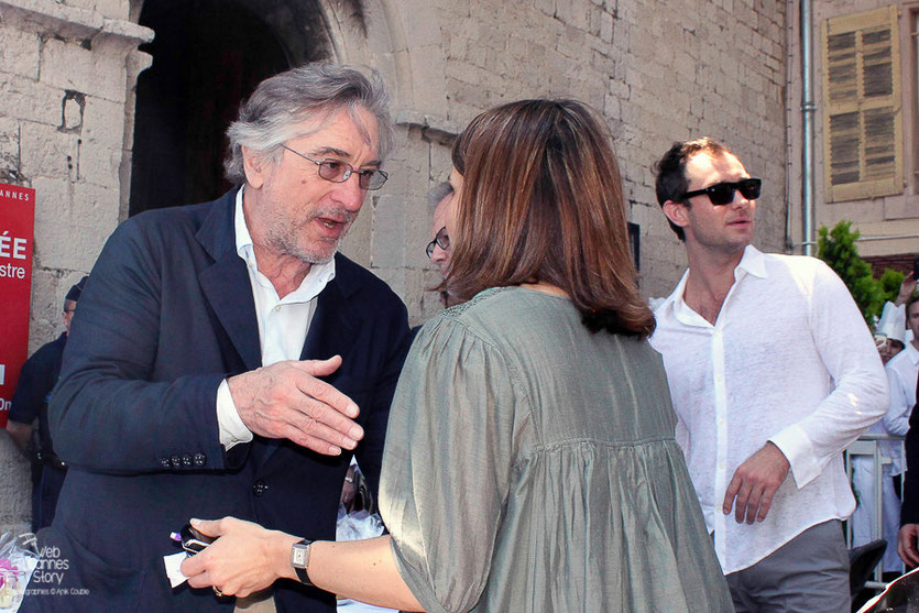 Robert De Niro, Président du Jury et Jude Law, au traditionnel déjeuner de presse, offert par le Maire de Cannes - Festival de Cannes 2011 - Photo © Anik Couble