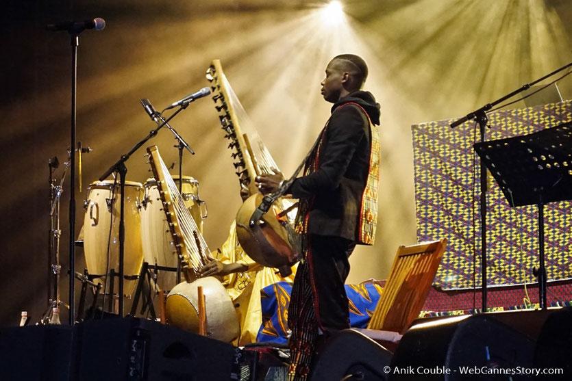 """Sidiki Diabate, lors du concert de Matthieu Chedid - M """"ÎL est une âme, le baptême de Lamomali - Festival de Cannes 2017 - Photo © Anik Couble"""