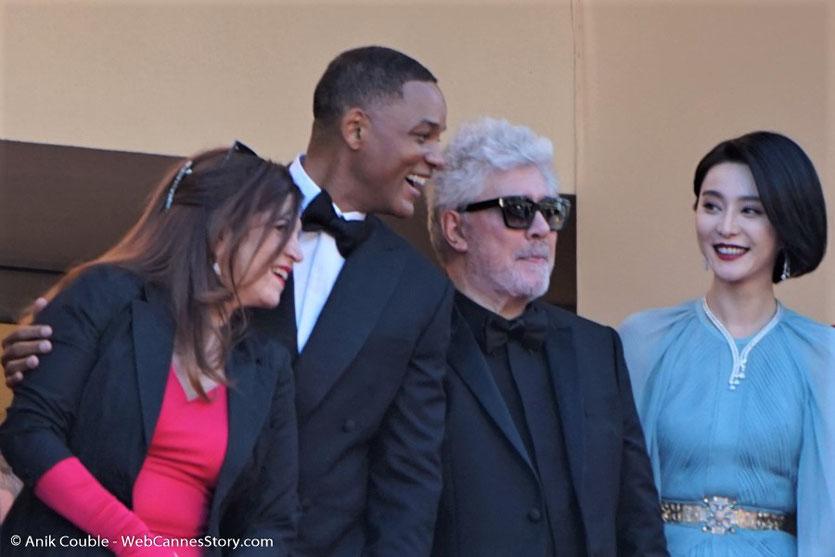 Pedro Almodóvar, président du Jury du 70e Festival de Cannes, entouré de Fan Bingbing, Will Smith et Agnès Jaoui, en haut des marches du Palais, pour assister à la cérémonie d'ouverture du 70e Festival de Cannes  -Festival de Cannes 2017 - Photo © Anik Co