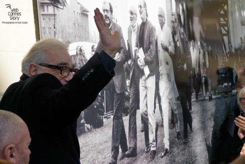 Martin Scorsese, lors de la pose de sa plaque sur le mur des réalisateurs - Festival Lumière 2015 - Photo © Anik COUBLE