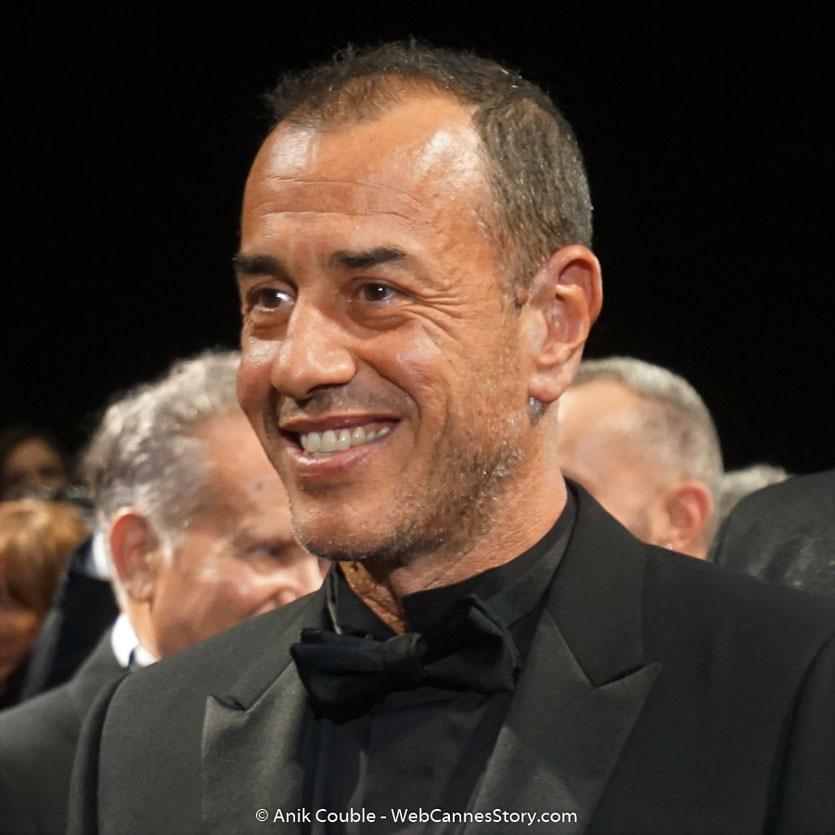 Matteo Garrone, souriant et heureux, lors de la projection  de son film, Dogman, présenté, le 16 mai  2018, en sélection officielle - Festival de Cannes 2018 - Photo © Anik Couble