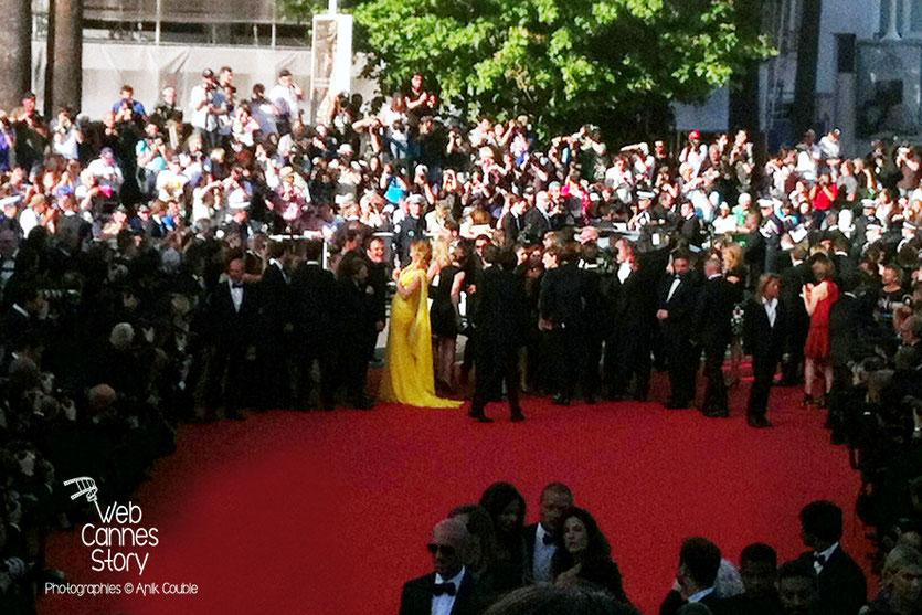 Arrivée de Quentin Tarantino et Uma Thurman, sur le tapis rouge, pour la projection de «Pulp Fiction», au Cinéma de la plage - Festival de Cannes 2014 - Photo © Anik COUBLE