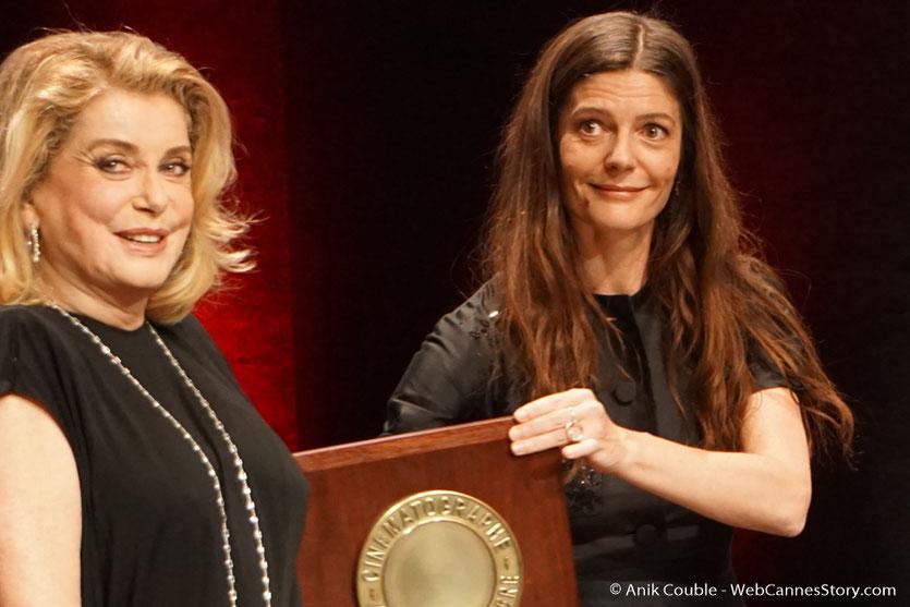 Catherine Deneuve et sa fille Chiara Mastroïanni - Cérémonie de remise du Prix Lumière - Amphitheâtre 3000 - Lyon - Oct 2016  - Photo © Anik Couble