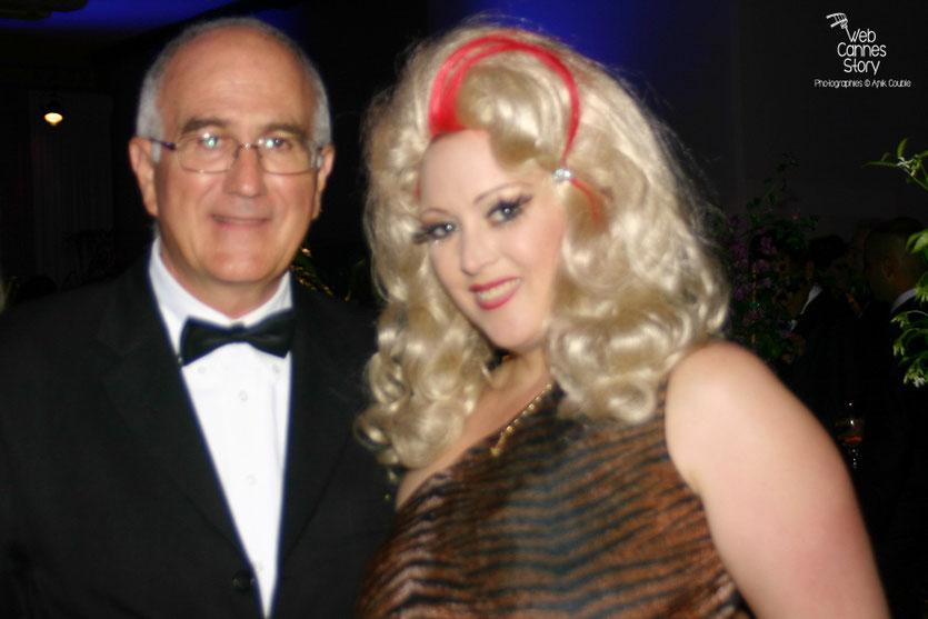 """Raymond Haïk et une des actrices du film  """" Tournée """"  de Mathieu Amalric - Festival de Cannes 2010 - Photo © Anik Couble"""