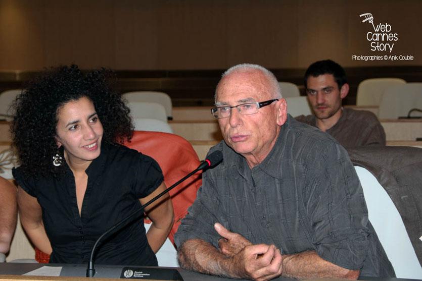 Lela Bencharif et  l'atelier citoyen parmi le public - Lyon - 0ctobre 2011  © Anik COUBLE