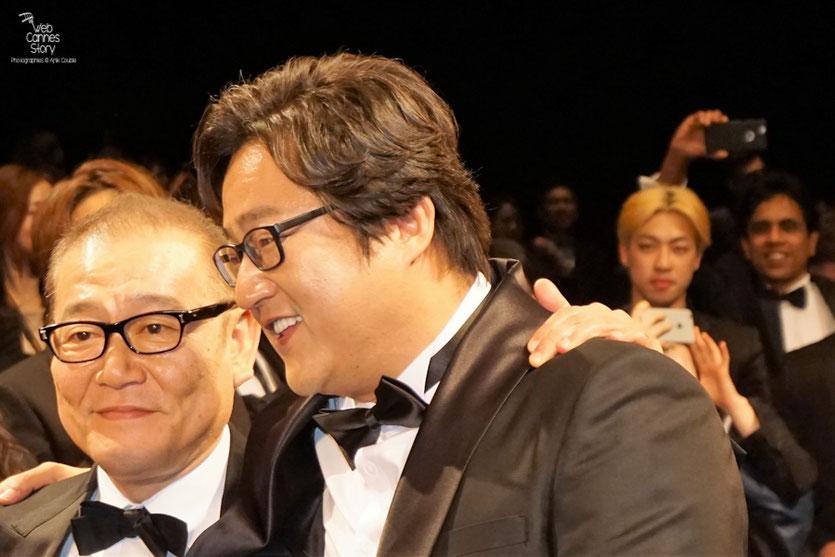 """Jun Kunimur et Kwak Do Won, lors de la projection du  film """"Goksung"""" (The Strangers) de Na Hong Jin - Festival de Cannes 2016 - Photo © Anik Couble"""