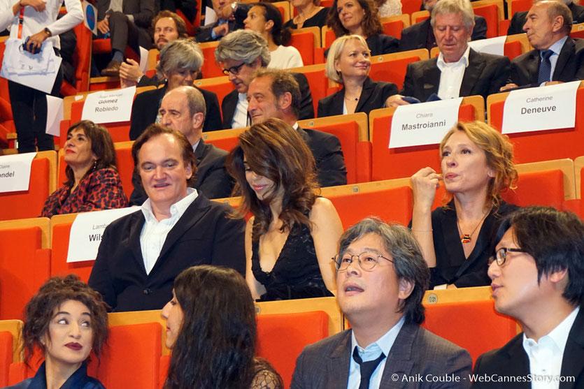 Les invités attendent l'arrivée de Catherine Deneuve - Cérémonie de remise du Prix Lumière - Amphitheâtre 3000 - Lyon - Oct 2016  - Photo © Anik Couble