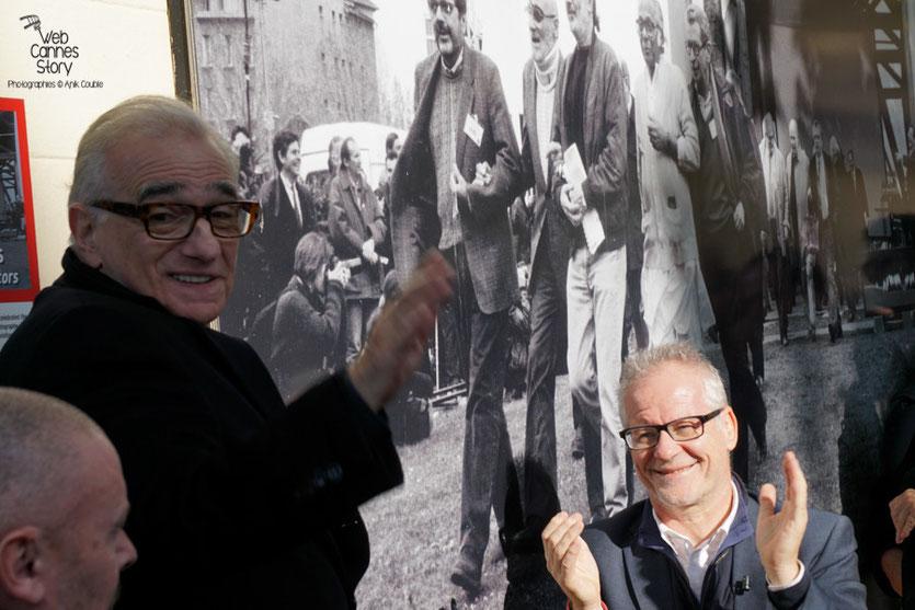 Martin Scorsese, lors de la pose de sa plaque sur le mur des réalisateurs et Thierry Frémaux  - Festival Lumière 2015 - Photo © Anik COUBLE