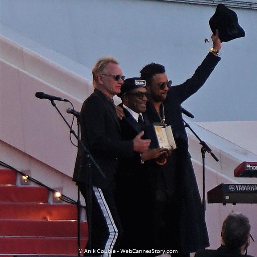 Sting, chanteur et musicien anglais et Shaggy, chanteur, musicien et DJ jamaïcain, sur les marches, en compagnie de Spike Lee, réalisateur américain, Grand Prix, pour son film « BlacKkKlansman » - Festival de Cannes 2018 - Photo © Anik Couble