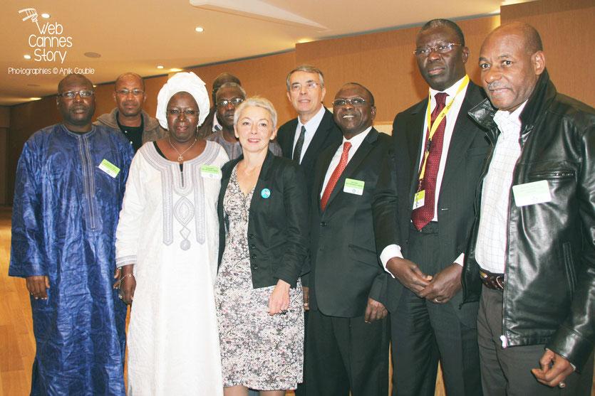 Jean-Jack Queyranne, Véronique Moreira et les participants africains, lors de la conférence européenne des Régions pour le climat - Lyon - 0ctobre 2011 © Anik COUBLE