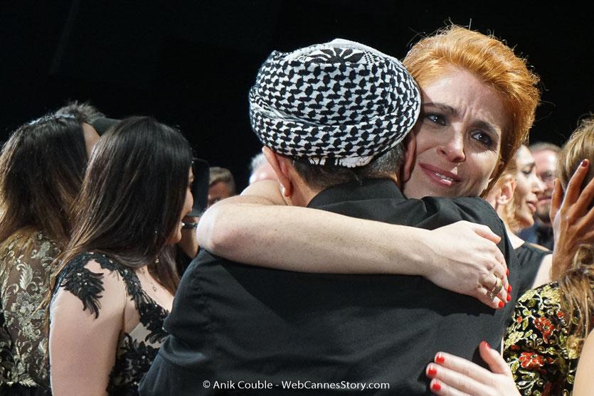 Eva Husson, très emue, lors de la projection de son film Les Filles du soleil (Girls of the sun), présenté en sélection officielle, lors du Festival de Cannes 2018 - Photo © Anik Couble