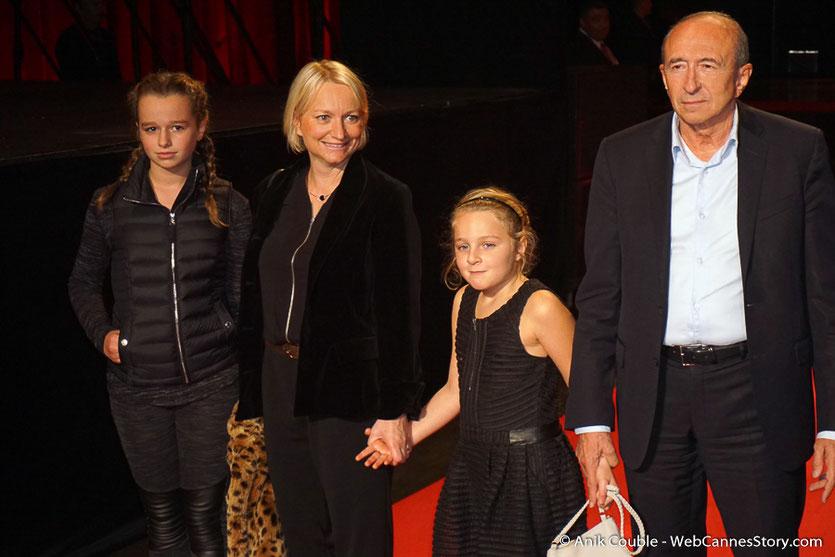 Gérard Collomb, entouré de son épouse Caroline et de leurs deux filles - Clôture du Festival Lumière 2016  - Halle  Tony Garnier de Lyon - Photo © Anik Couble