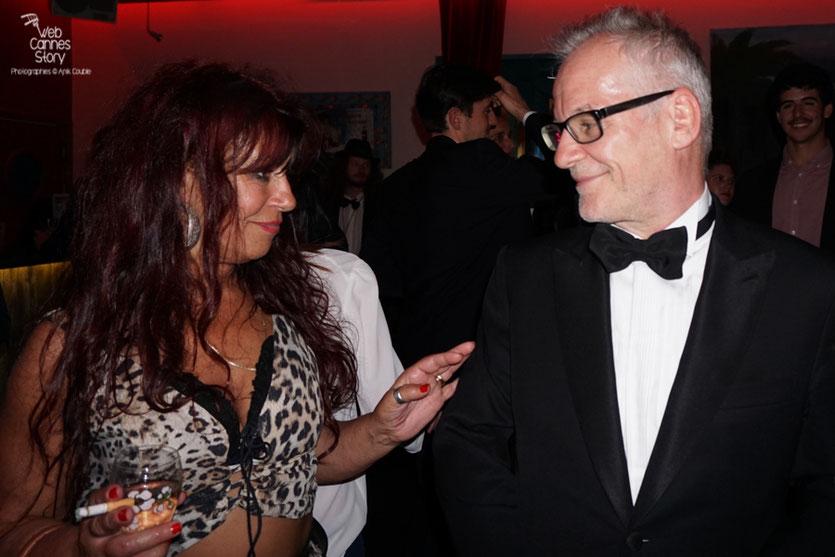 Esméralda Petit Benito, la célèbre femme panthère en conversation avec Thierry Fremaux, Délégué Général du Festival de Cannes, lors de  la  soirée de Clôture à l'Hôtel 3.14 - Festival de Cannes 2016 - Photo © Anik Couble
