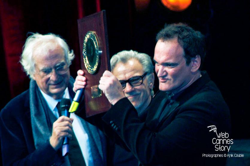 Quentin Tarantino, entouré de Bertrand Tavernier et Harvey Keitel, lors de la Remise du Prix Lumière -  Festival Lumière - Lyon - Oct 2013 - Photo © Anik COUBLE
