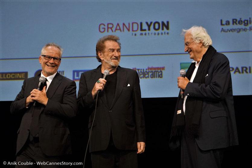 Eddy Mitchell, entouré de Thierry Frémaux et Bertrand Tavernier, lors de l'hommage qui lui a été rendu, pendant la cérémonie d'ouverture du  Festival Lumière 2017 - Lyon - Photo © Anik Couble
