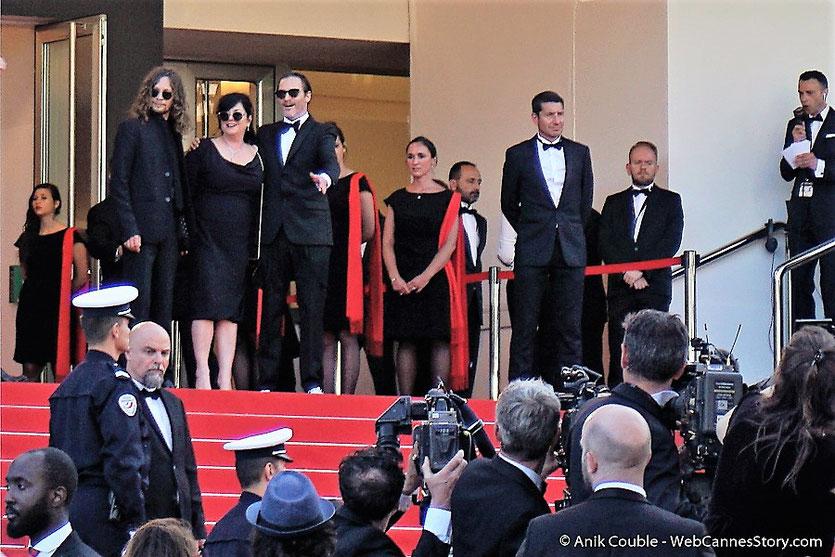 Joaquin Phoenix et Lynne Ramsay, en haut des marches, pour assister à la cérémonie de clôture du 70eme Festival de Cannes - Festival de Cannes 2017 - Photo © Anik Couble