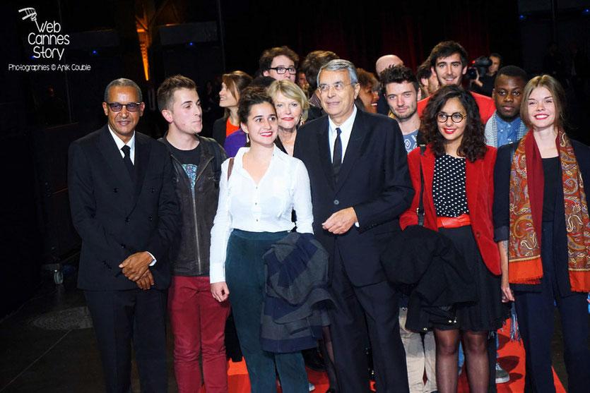 Jean-Jack Queyranne et Abderrahmane Sissako, accompagnés des élèves de la CinéFabrique, lors de la cérémonie d'ouverture du Festival Lumière 2015 - Lyon - Photo © Anik COUBLE