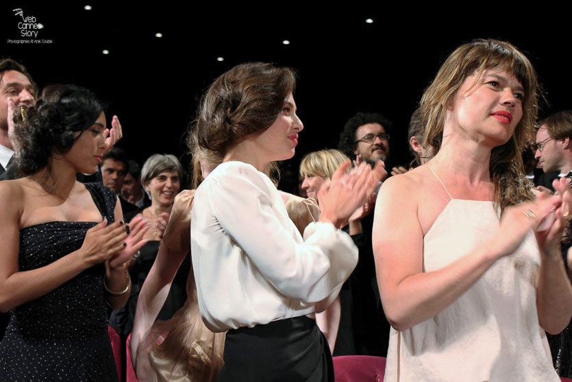 "Hafsia Herzi et Jasmine Trinca, lors de la projection du film "" l'Apollonide "" de Bertrand Bonello - Festival de Cannes 2011 - Photo © Anik Couble"