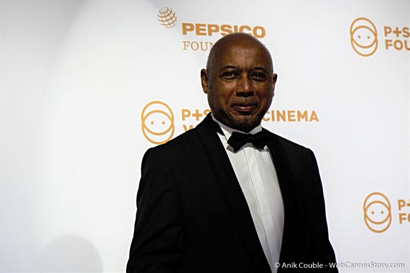 Raoul Peck, lors du dîner de gala de la Fondation Positive Planet  et de la remise des prix de la Positive Cinema Week 2017 - Festival de Cannes 2017 - Photo © Anik Couble