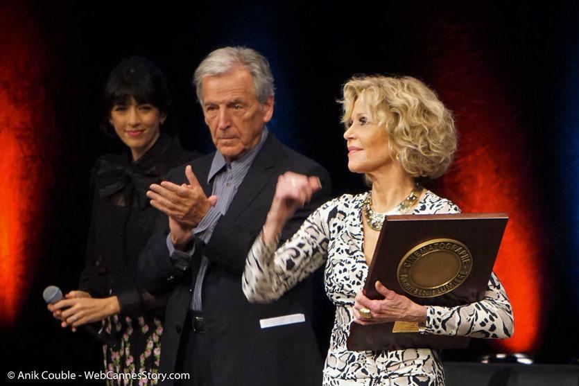 Jane Fonda entourée de Costa Gavras et Nolwenn Leroy à l'issue de la cérémonie de remise du Prix Lumière à Jane Fonda - Festival Lumière 2018 - Lyon - Photo © Anik Couble