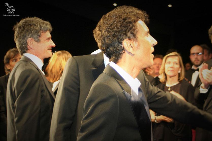 """Bernard Blancan et Rachid Bouchareb, lors de la projection du film """"Hors la loi""""  de Rachid Bouchareb - Festival de Cannes 2010 - Photo © Anik Couble"""