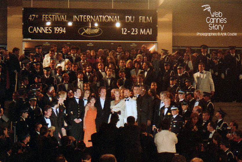 "Descente des marches du film ""Pulp Fiction"" de Quentin Tarantino - Festival de Cannes - 1994 - Photo © Anik COUBLE"