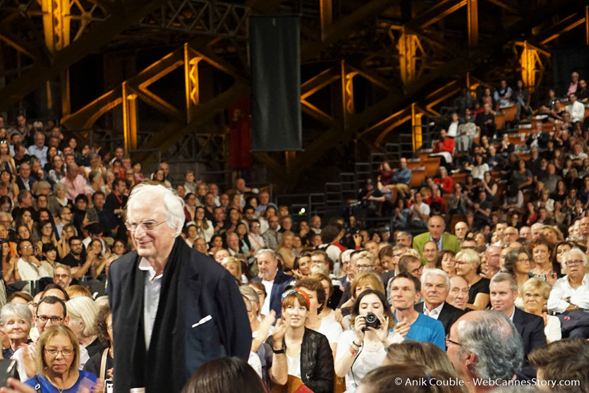 Bertrand Tavernier, réalisateur, scénariste, producteur, écrivain français, Président de l'Institut Lumière, au milieu du public, lors de la cérémonie d'ouverture du Festival Lumière 2017 - Lyon - Photo © Anik Couble