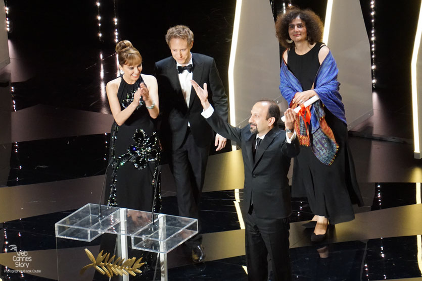 """Asghar Farhadi  - Prix du Scénario pour """"Le client"""" - Festival de Cannes 2016 - Photo © Anik Couble"""