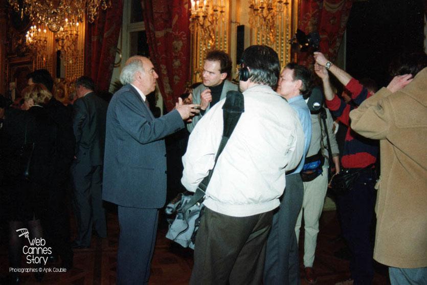 Jean-Pierre Ameris et Jacques Deray, à la soirée du centenaire du Cinéma - Hôtel de Ville de  Lyon - 1995 © Anik COUBLE