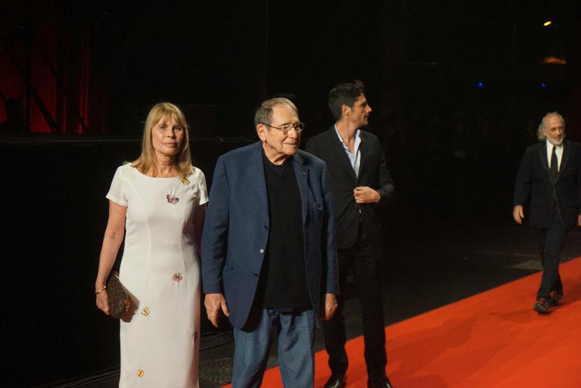 Candice Patou et Robert Hossein sur le tapis rouge, lors de la cérémonie d'ouverture du Festival Lumière 2018 - Lyon - Photo © Anik Couble