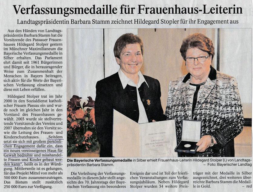 Soroptimist Club Passau, Frauenhaus-Leiterin Hildegard Stolper mit Verfassungsmedaille ausgezeichnet