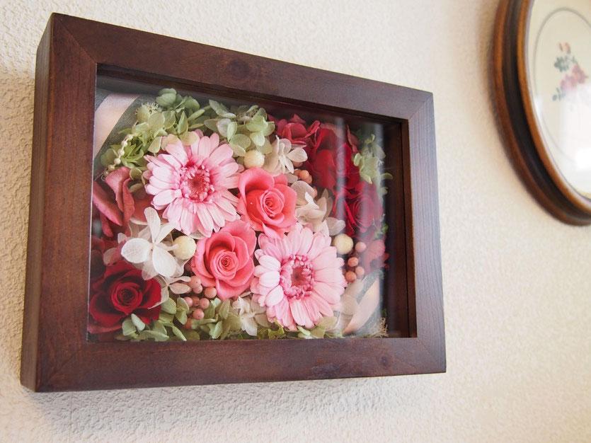 プリザーブドフラワー,壁掛け,木枠,結婚祝い,花祝電,電報,結婚式両親贈呈プレゼント,ガーベラ