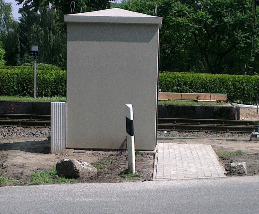 Die Zuwegungen zum Schalthaus und zum Bahnsteig sind hergestellt.