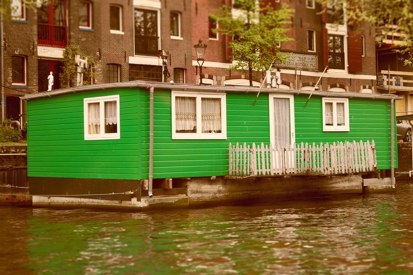 Cooles grünes Hausboot