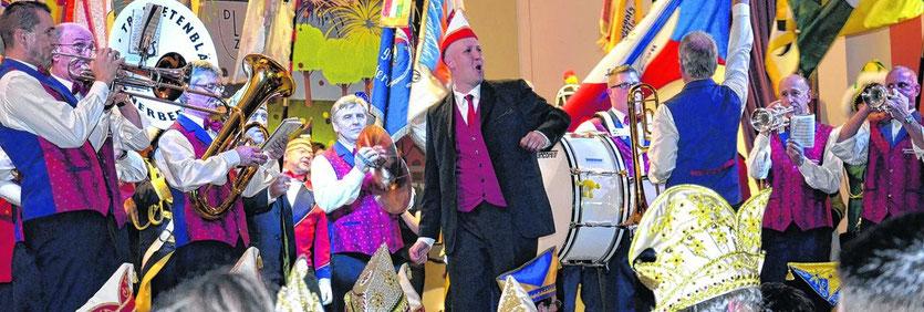 Der designierte Stolberger Karnevalsprinz Marcel Künstler sorgte bei der Prinzenvorstellung des Karnevalskomitees für beste Stimmung im Saal des Münsterbuscher Jugendheims.