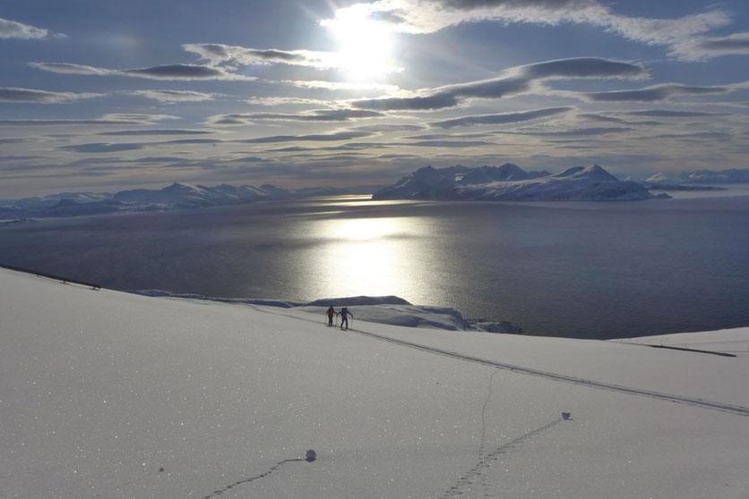 Lyngen Alpen Norwegen Insel Arnøya Trolltinden