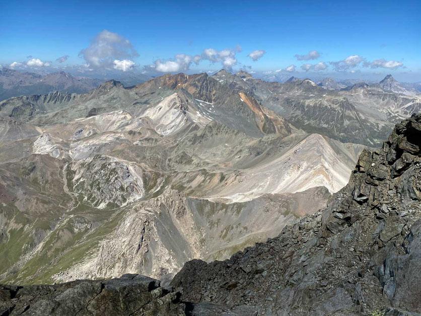 Wanderung Piz Julier Gipfelsicht nach Norden