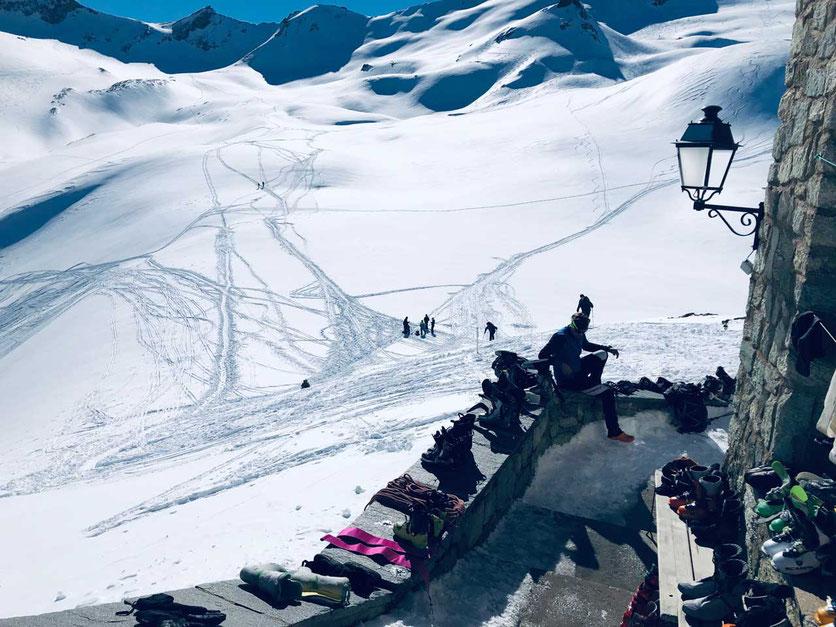 Auf der Haute Route: Blick von der Dix-Hütte in Richtung Col de Cheilon