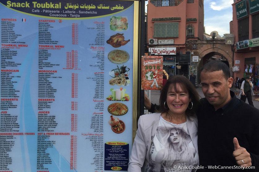 Retrouvailles avec mon ami Abdou, du Snack Toukbal, (recommandé par le guide du Routard 2016) - Festival de  Marrakech - Décembre 2016 - Photo © Anik Couble