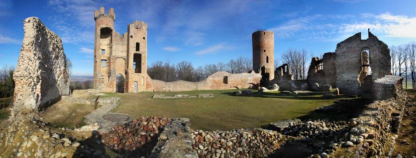 Vue intérieure ruines du Château de Bressieux XIIIe siècle