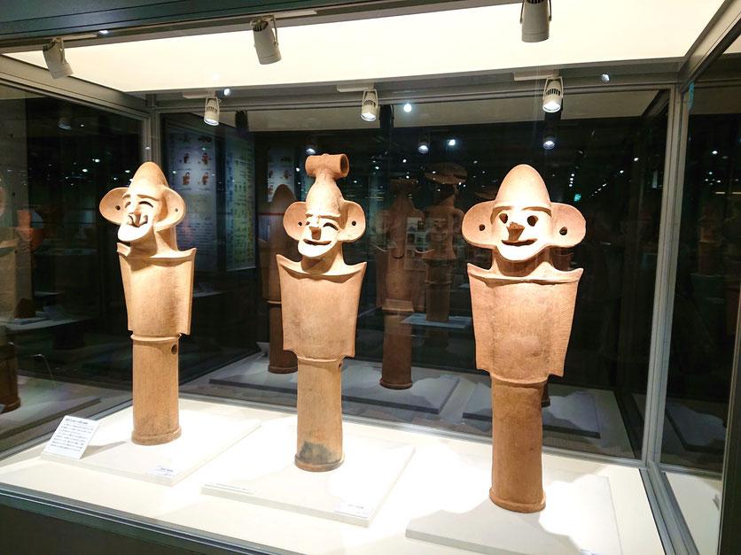 前の山(まえのやま)古墳出土の「盾持人物埴輪(たてもちじんぶつはにわ)」