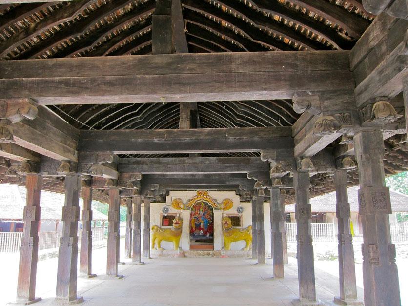 Embekke Tempel Wanderung bei Kandy Sri Lanka