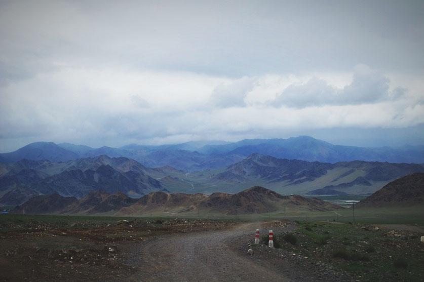 bigousteppes mongolie camion route olgii montagne pistes