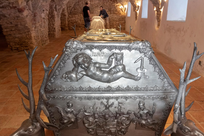 Grafo Emeriko Erdody sarkofagas Klaneco pranciškonų vienuolyne