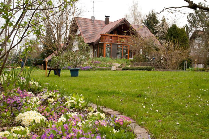 Ansicht Haus aus Gartenperspektive