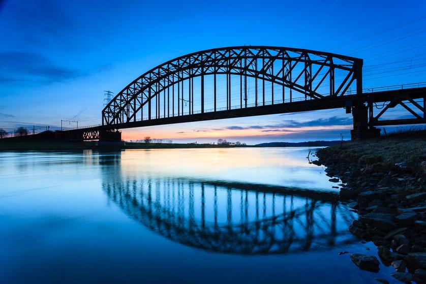 Blue Hour spoorbrug Driel